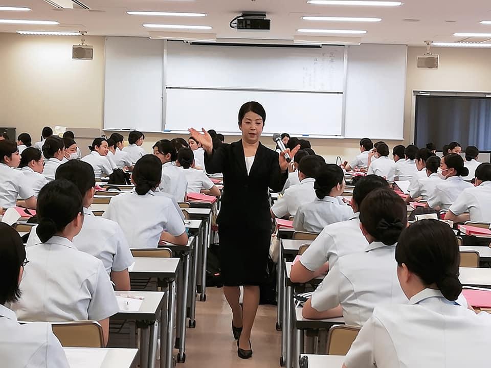 甲南女子大学看護リハビリテーション学部でのマナー講座